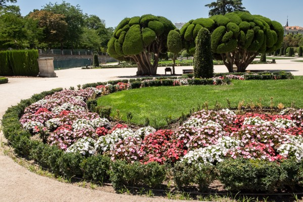 Flowers and landscaping in the Retiro Park